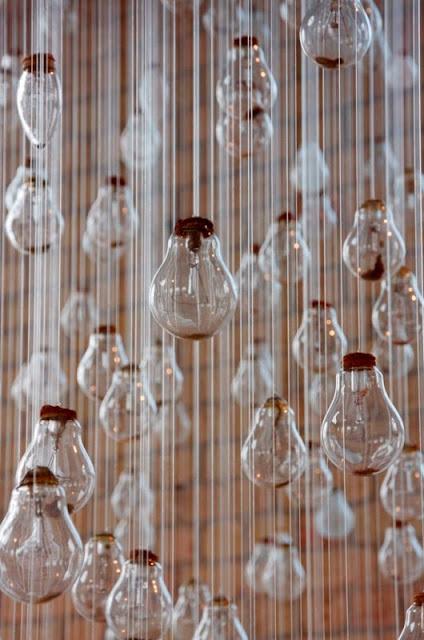 مئات من المصابيح تكون ابداع CharlotteSmith3.jpg