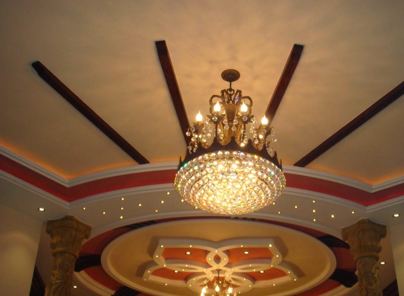 Salon marocaine moderne d coration de faux plafonds pl tre marocain - Decoration maison marocaine platre ...