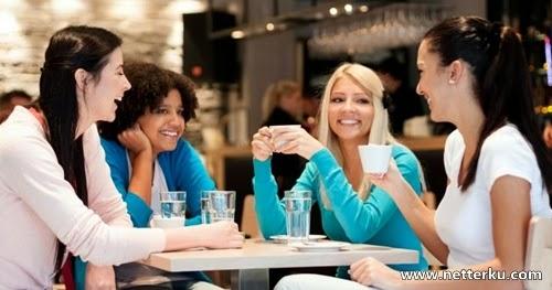 Kumpulan Cewek Cantik Sedang Santai - www.NetterKu.com : Menulis di Internet untuk saling berbagi Ilmu Pengetahuan!