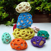 Pedras vestidas de Crochet