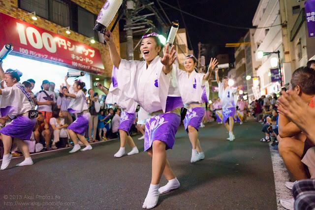 初台阿波おどり、初台連の女性の提灯踊り