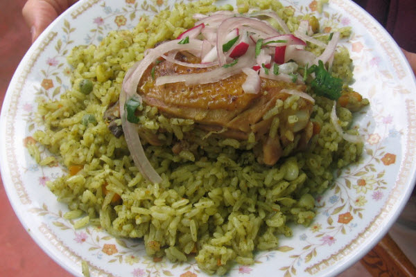 Arroz con pollo verde peruano