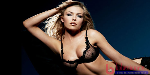 Abbey Clancy Bolatainment Abbey Clancy Istri Peter Crouch Sang Striker