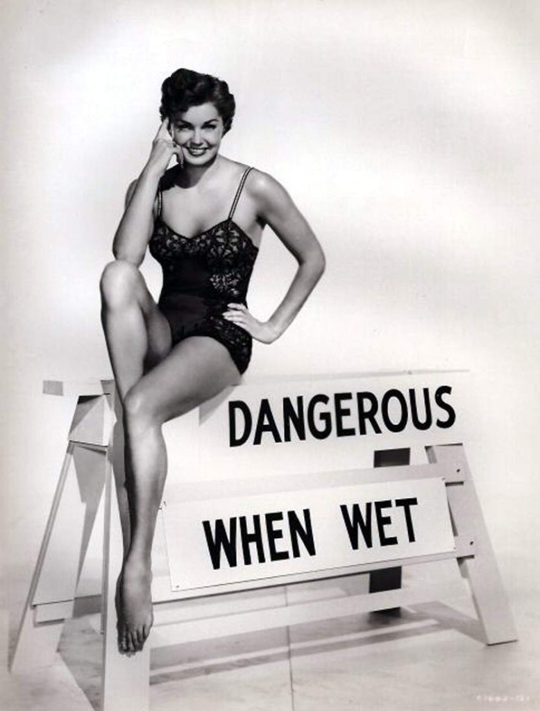 http://3.bp.blogspot.com/-g6A-wT1Rn6k/UbHvKc13XfI/AAAAAAAAe7I/gW6P47HLNvs/s1600/Esther-Williams-Feet-770763.jpg