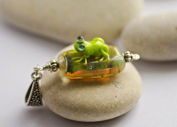 frog lampwork glass