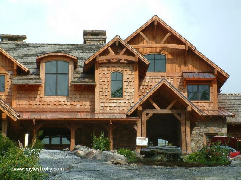 Siding exterior de madera de cedro en casa cabaña de madera norteamericana