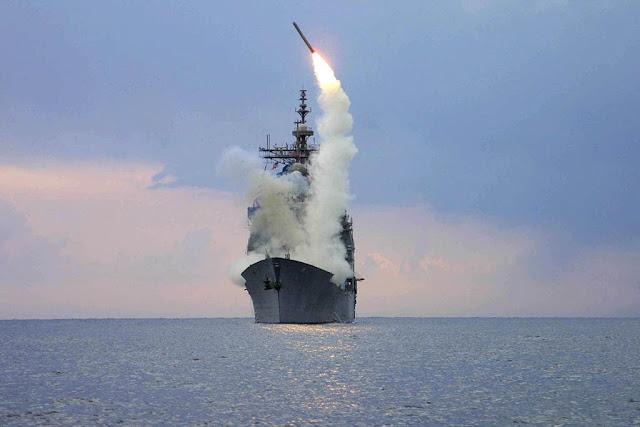 la-proxima-guerra-USS-Cape-St.-George-CG-71-disparando-un-misil-tomahawk