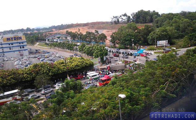 gambar kemalangan simpang mitc melaka lori kereta motosikal