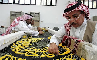 Kaligrafi Kiswah penutup kabah Habiskan 120kg Benang Emas