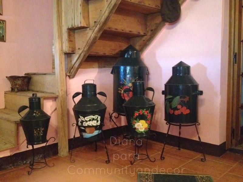 Tinajas y cantaros antiguos reciclados en objetos decorativos