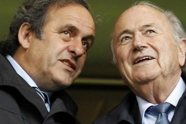 Aviso de Platini teria influenciado decisão de Blatter quanto a deixar Fifa antes de investigações lhe pressionarem (Foto: AFP)