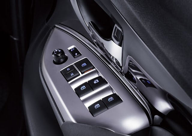 toyota-innova-power-window-switch 2016 டொயோட்டா இன்னோவா எம்பிவி கார் அறிமுகம் - Toyota Innova