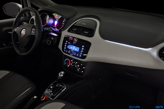 Fiat Punto Essence 1.6 16V 2013 - sistema de iluminação noturna