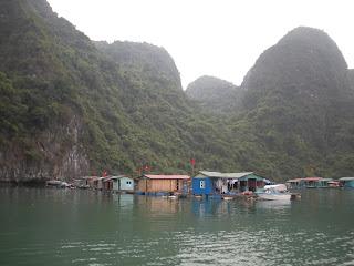 Halong Halong schwimmenden Dorf