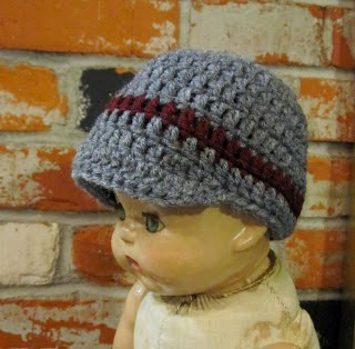 http://breezybot.blogspot.co.uk/2012/01/free-pattern-breezybot-newborn-newsboy.html