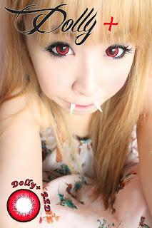 Japonesa usando Lentes de contato vermelhas