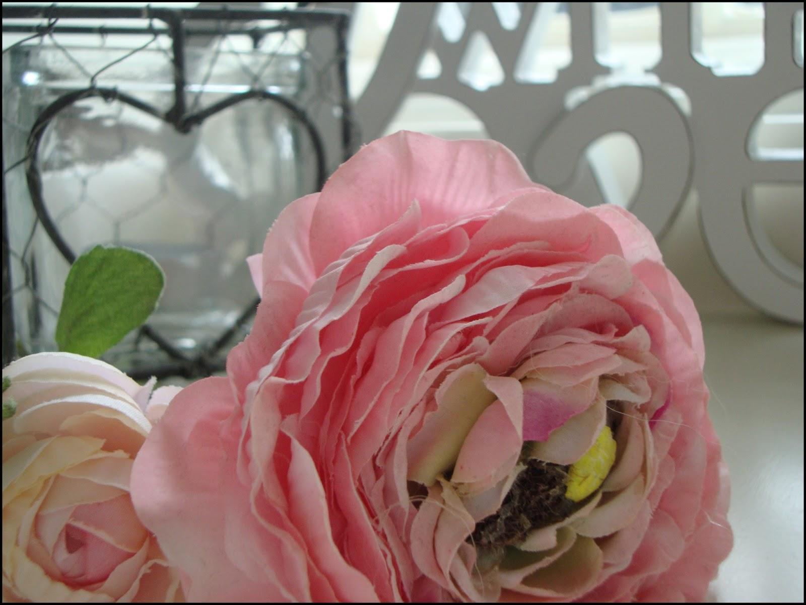Landelijk wonen decoratie met zijden bloemen - Decoratie afbeelding ...
