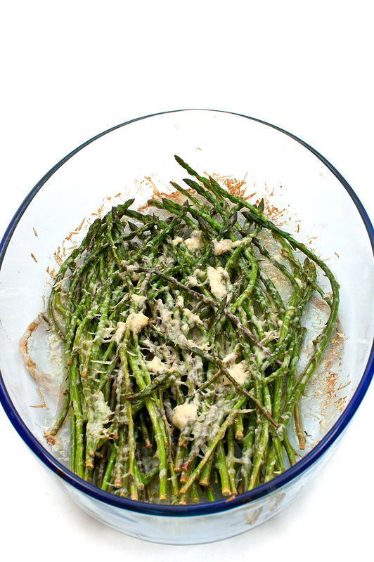 Wild asparagus baked in oven