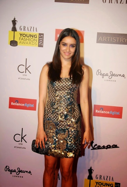 Shraddha Kapoor Super Sexy Legs Show At Grazia Young Fashion Awards 2015 Red Carpet At Leela Hotel