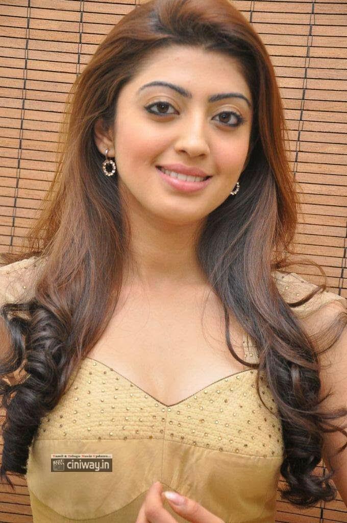 Pranitha-Stills-at-Pandavulu-Pandavulu-Tummeda-Audio-Launch