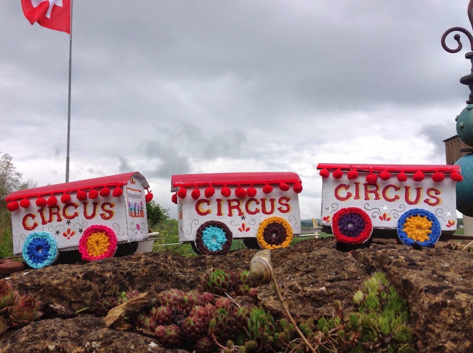 Circuswagen aus Karton
