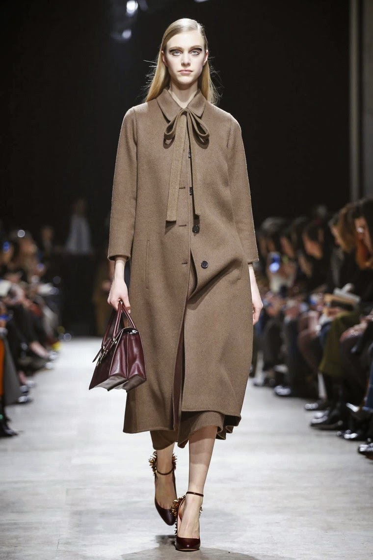 Rochas, Rochas AW15, Rochas FW15, Rochas Fall Winter 2015, Rochas Autumn Winter 2015, Rochas fall, Rochas fall 2015, du dessin aux podiums, dudessinauxpodiums,  Alessandro Dell'Acqua,  Alessandro Dell'Acqua rochas, vintage look, dress to impress, dress for less, boho, unique vintage, alloy clothing, venus clothing, la moda, spring trends, tendance, tendance de mode, blog de mode, fashion blog, blog mode, mode paris, paris mode, fashion news, designer, fashion designer, moda in pelle, ross dress for less, fashion magazines, fashion blogs, mode a toi, revista de moda, vintage, vintage definition, vintage retro, top fashion, suits online, blog de moda, blog moda, ropa, asos dresses, blogs de moda, dresses, tunique femme, vetements femmes, fashion tops, womens fashions, vetement tendance, fashion dresses, ladies clothes, robes de soiree, robe bustier, robe sexy, sexy dress