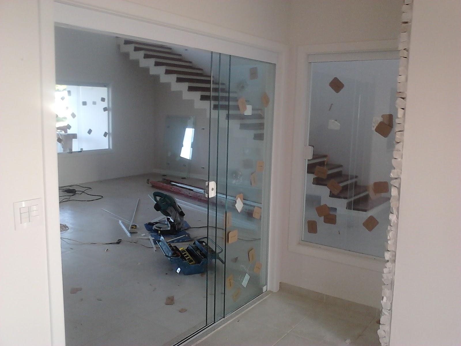 #546477  porta no mesmo sistema da janela com 01 vidro fixo e 02 de correr 1608 Vidros Para Janelas Grandes
