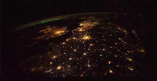 صور مدن العالم من المحطه الفضائيه الدوليه Image001