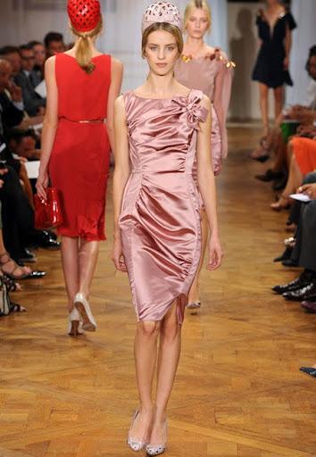 Лъскава коктейлна рокля пепел от рози от Nina Ricci