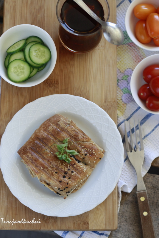 Tost z chlebem pide