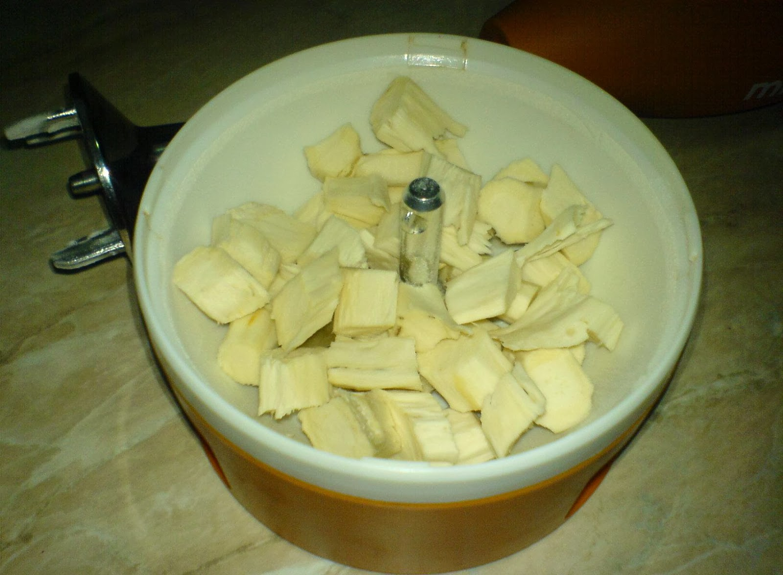 preparare hrean la blender, retete cu hrean, preparate din hrean, hrean pentru diverse salate,