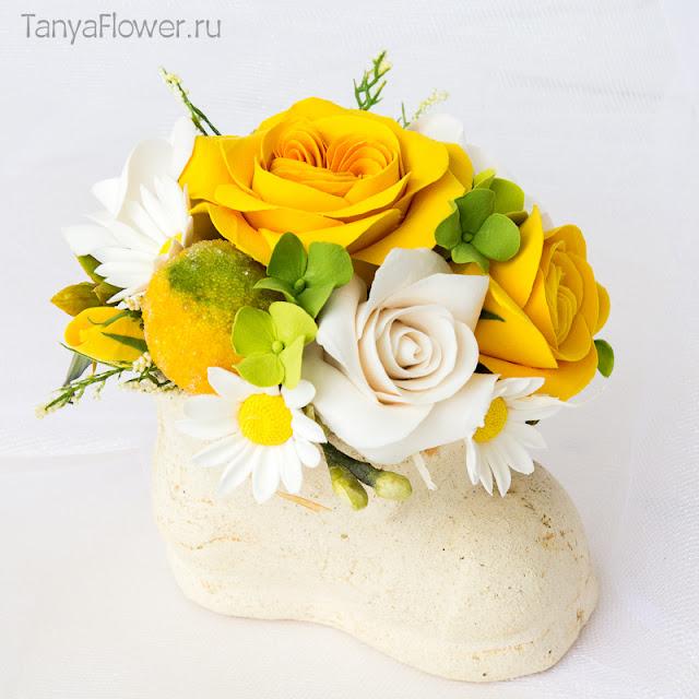 букет с розами ромашками лимонами гортензиями