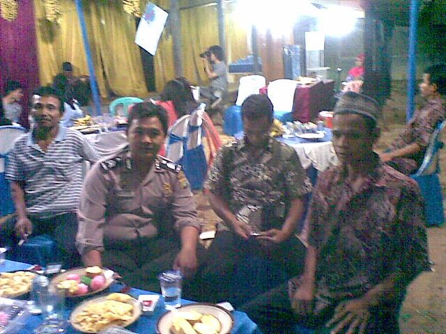 http://prabuhelaudinata.blogspot.com/2012/11/bimaspol-sambang-warga.html