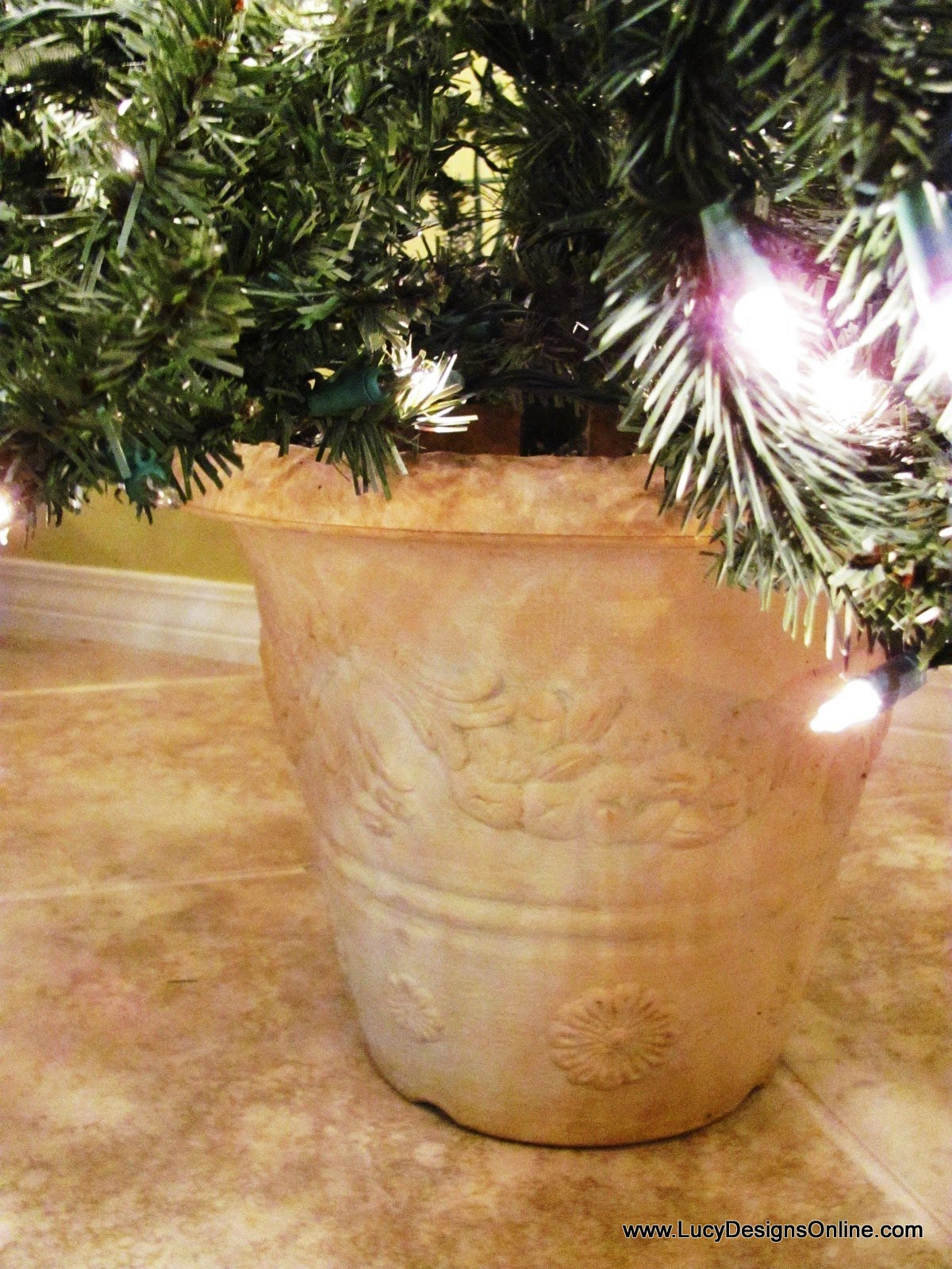 Artificial christmas tree in a planter pot diy lucy designs diy how to christmas tree in a planter pot solutioingenieria Choice Image