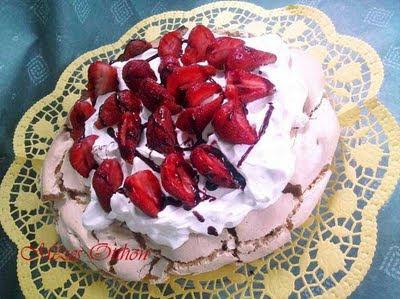pavlova torta eperrel fotó
