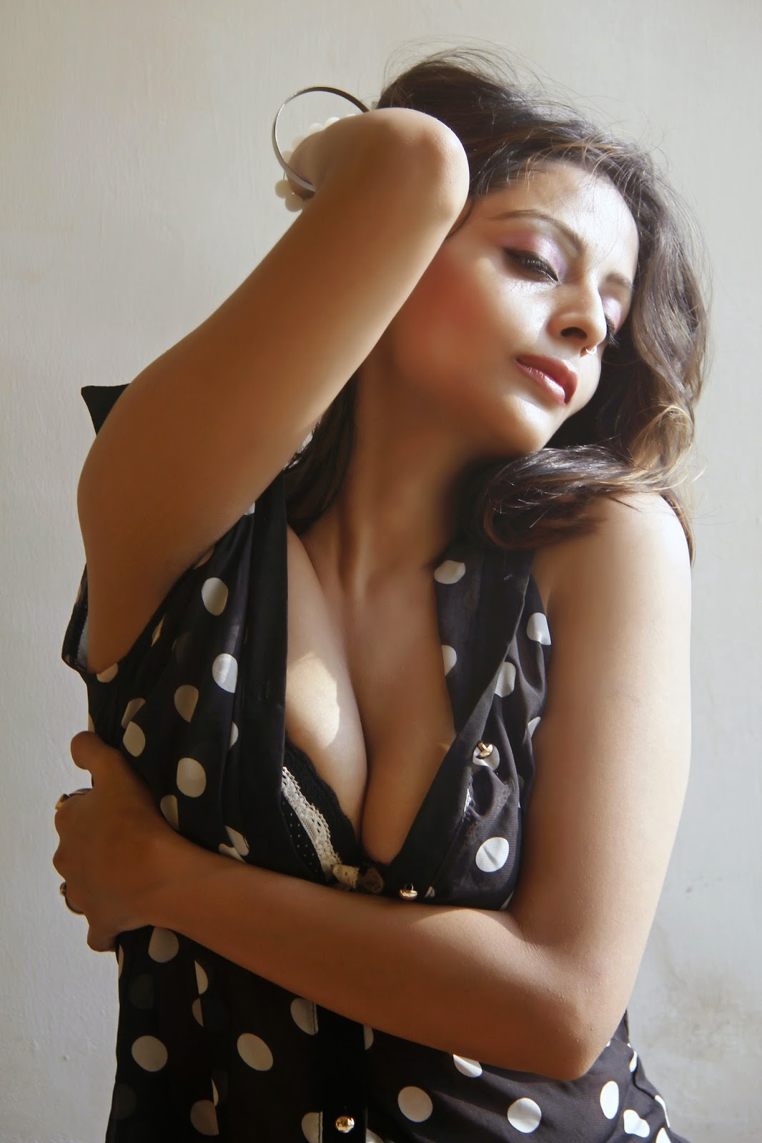 Sexy & Hot Leena Kapoor New Photo Shoot