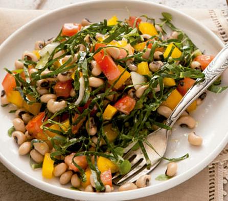Salada de couve com feijão-fradinho light