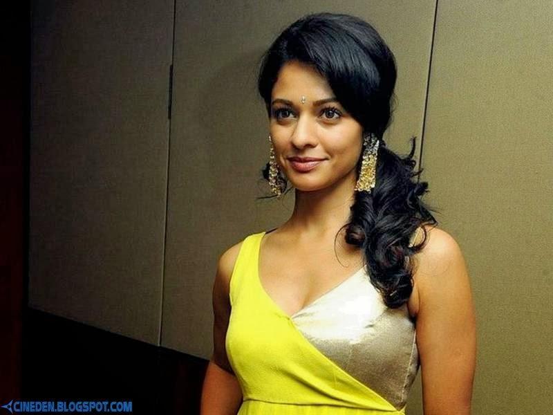 Pooja Kumar to romance Mohanlal in Peruchazhi - CineDen