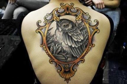 Fotos de tatuagem de coruja com moldura retro