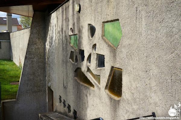 Arnouville-lès-Gonesse - Église Notre-Dame-de-la-Paix  Architectes: Antoine Debré, René Serraz, Jacques Small, Jean Doldourian.  Vitraux: André Dunin , Guy Soleille, Joseph Archepel, Loire atelier  Construction: 1958 - 1960
