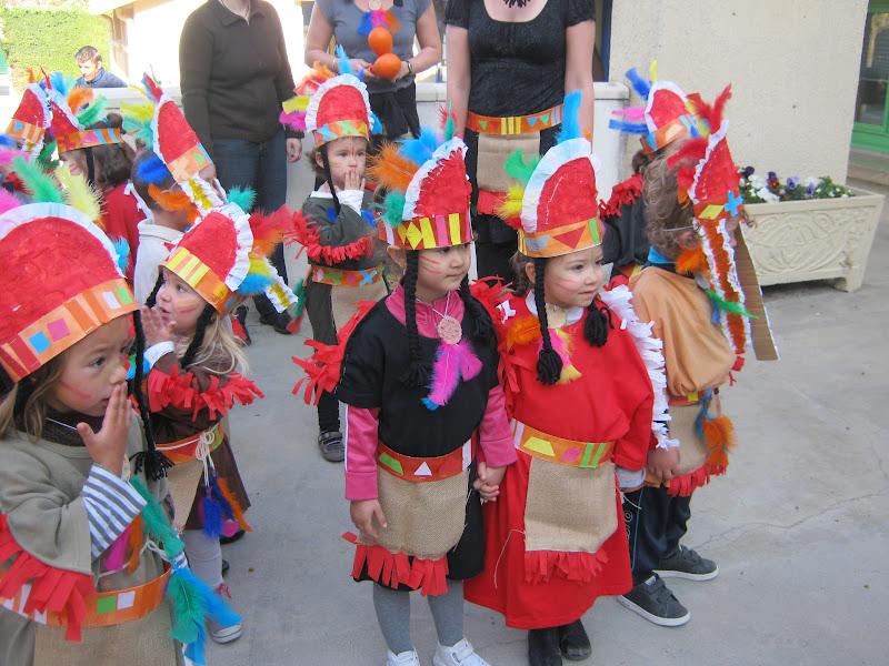 Dans la classe des petits nous avons fabriqué des costumes d\u0027indiens !