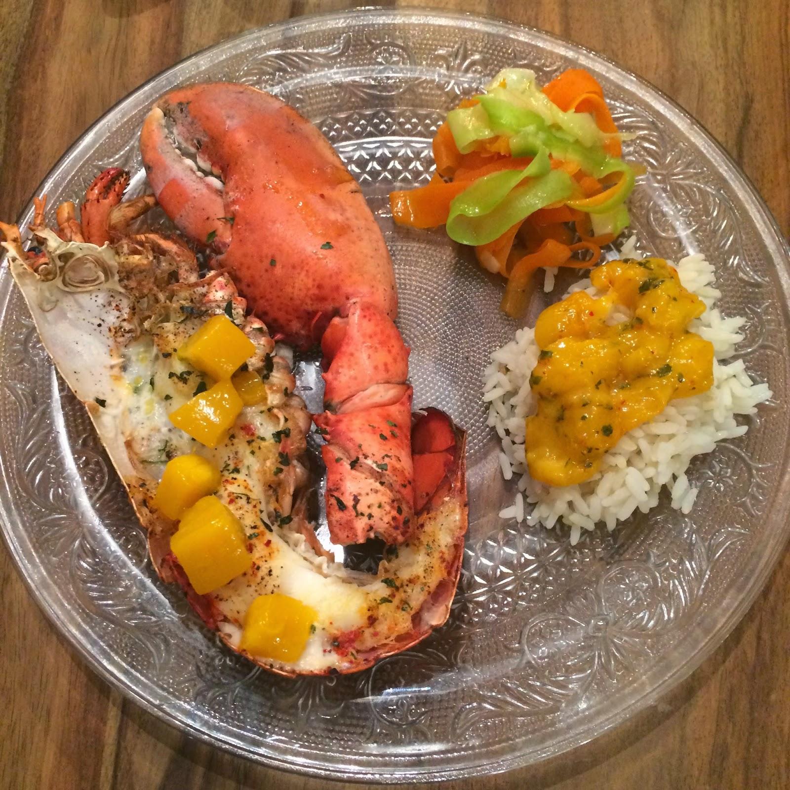 Demi homard grillé et sa sauce mangue