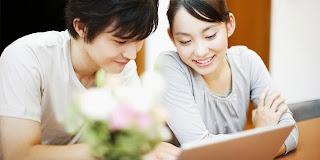 Tips Cara Wanita Menarik Perhatian Pria Bagi Anda Yang Pemalu