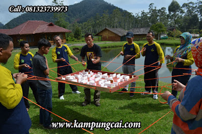 Kegiatan Team Building Outbound Training di Kampung Cai Rancaupas