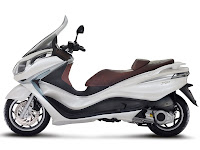 2013 Piaggio X10 125 Scooter pictures 1