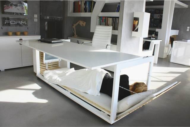 tidur-di-meja-studio