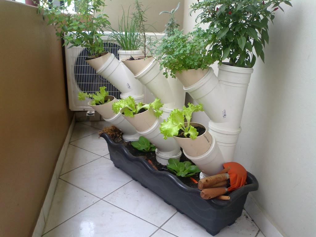 ideias para jardim em apartamento:Se virando sem grana: Ideias de jardim para sacada de apartamento
