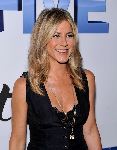 "Jennifer Aniston – ""FIVE"" Premiere in New York"