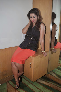 Shilpa Chakravarthy  Pictures in Red Short Skirt at Ramleela Movie Trailer Launch ~ Celebs Next