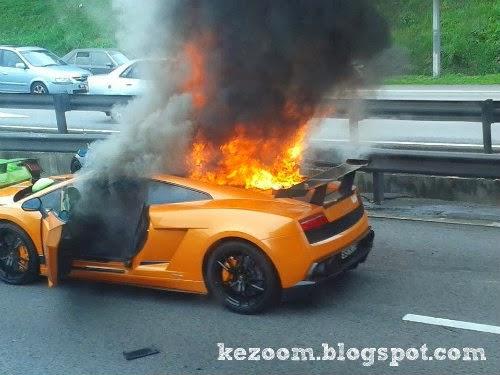 9 Gambar 3 Lamborghini Milik Warga Singapura Rentung Terbakar